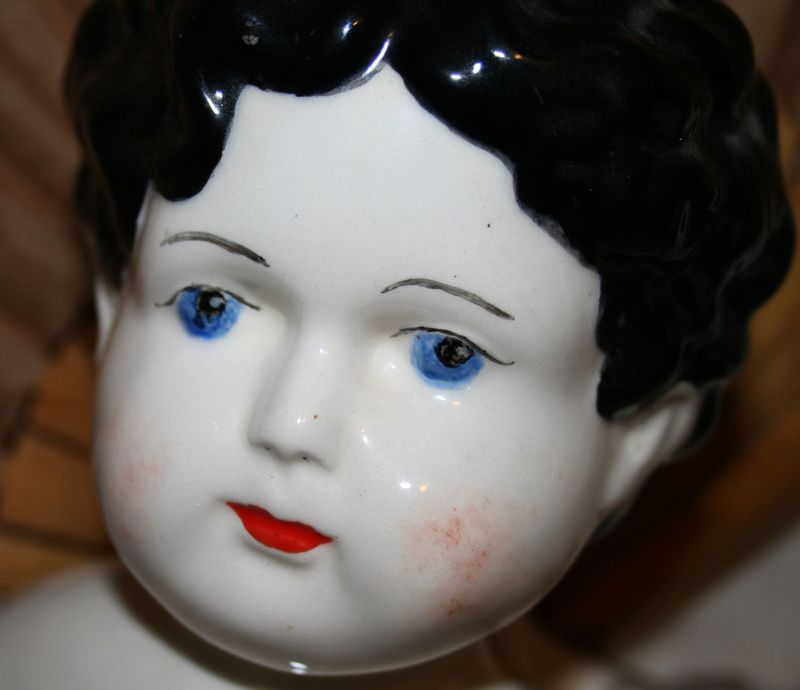 LARGE-DOLL-HEAD-DETAIL