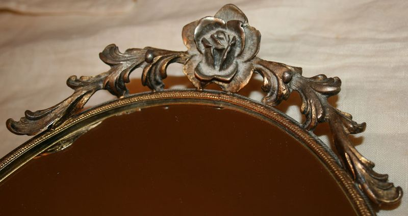 ROSE-OVAL-MIRROR-TRAY-1