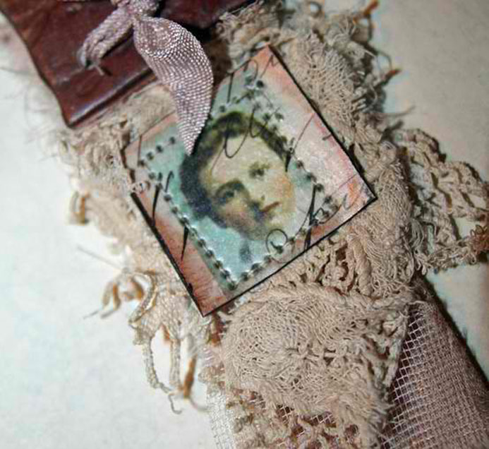 Fabric-pendant-by-lesley-ve